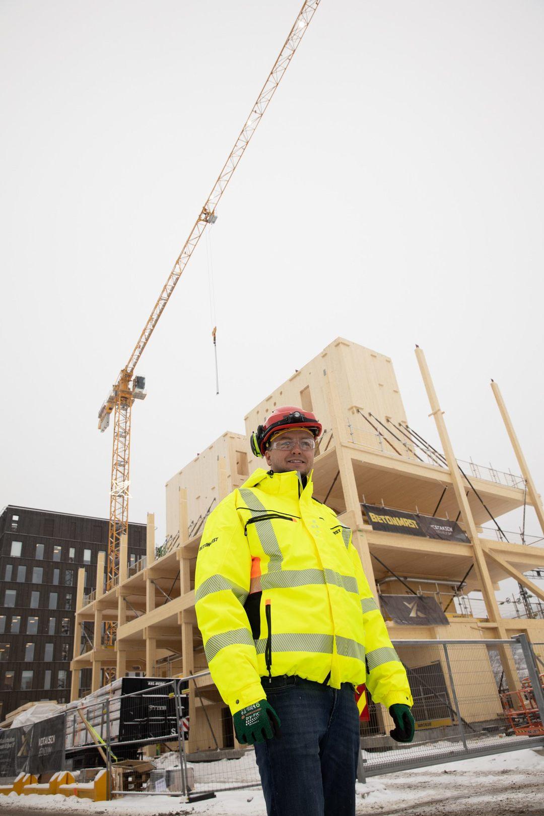 Kristian Gjestemoen i Betonmast Buskerud-Vestfold står foran SporX