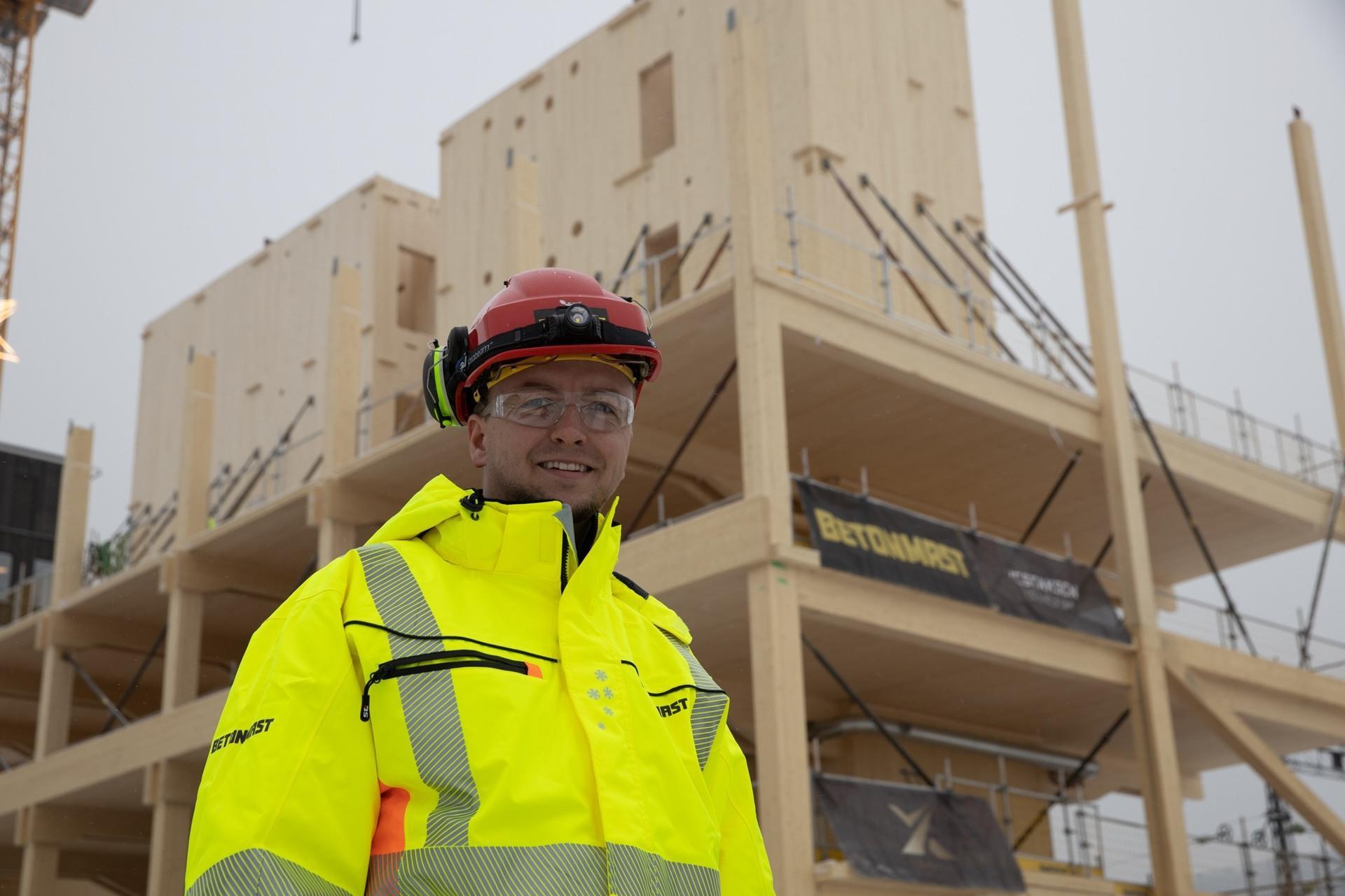 Kristian Gjestemoen i Betonmast foran SporX